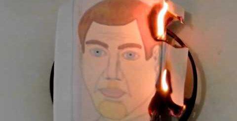Сожжение головы человека сожжение человеческой головы (нарисованной, понарошку) ЧЁРНЫЙ ЮМОР