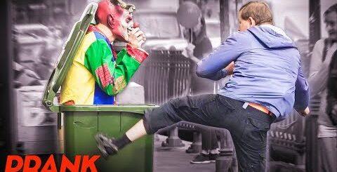 ЗЛОЙ КЛОУН ПУГАЕТ ЛЮДЕЙ ПРАНК  / Реакция прохожих на СТРАШНЫЙ РОЗЫГРЫШ (Scary Prank Vjobivay)