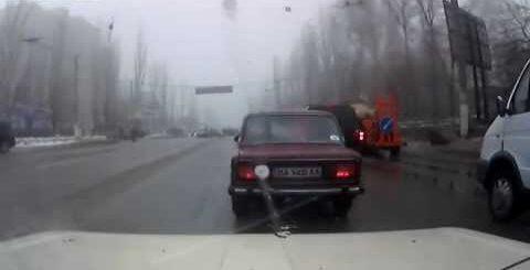 Видеорегитсратор 5 минут после дт. (5 Myint after the accident)