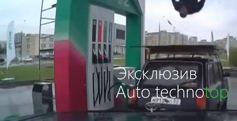 Парень на заправке танцует как бог-это Россия детка! Авто приколы! Приколы на дороге 2016