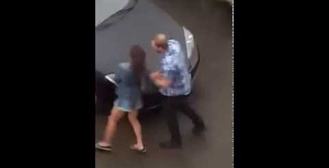 Семейная драка отправил в нокаут девушку.Family quarrel and a fight Man knocked out girlfriend