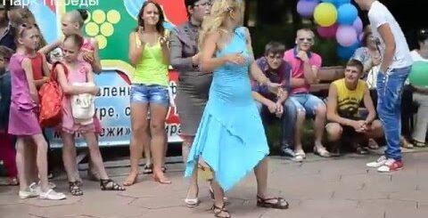 Тирасполь. Приколы. Интересно, а она сама помнит об этом?)). танцы в парке